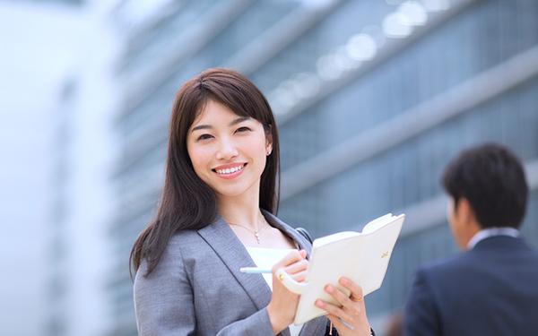 秘書として業務をサポート!仕事内容や目指し方