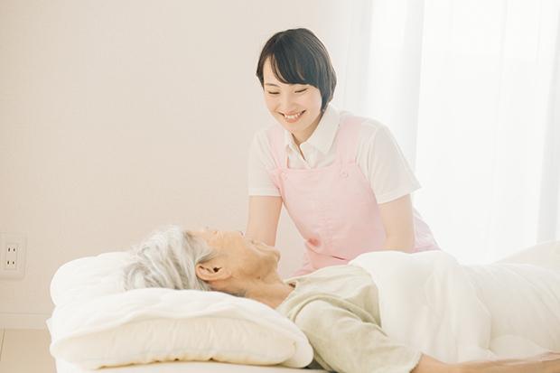 ニーズが高まる介護職に注目!介護サービスの種類や施設別の仕事内容をわかりやすく解説_1
