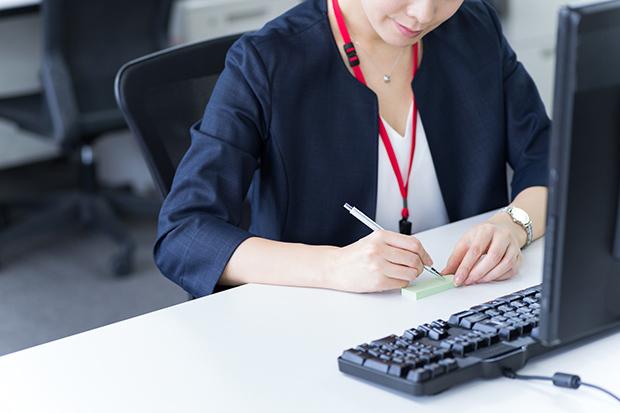 仕事効率化にもコミュニケーション手段にも役に立つ!付箋の使い方_1