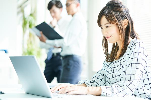 導入企業が増加中。新しい働き方を実現させるフリーアドレスとは