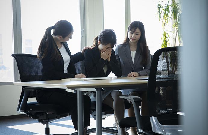 仕事で泣くのはNG? 職場で涙が出てしまう時の解決法_4