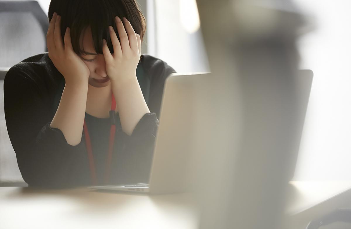 仕事で泣くのはNG? 職場で涙が出てしまう時の解決法
