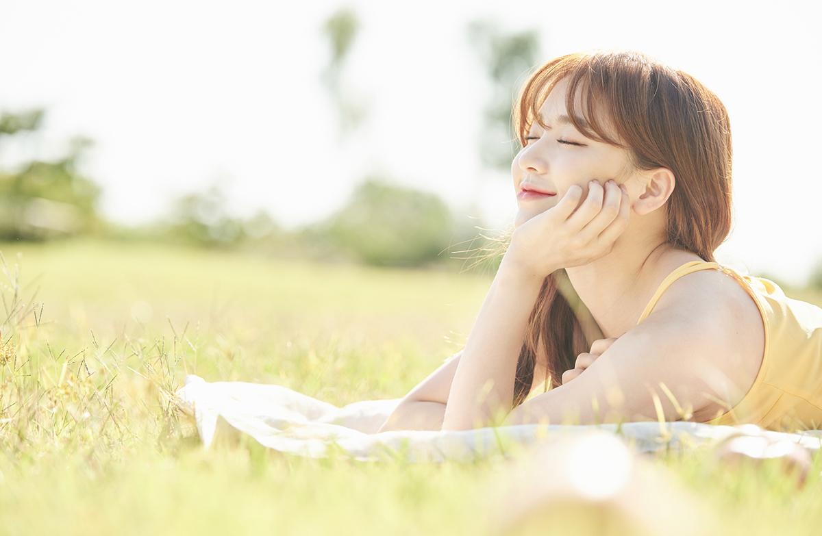 日光浴でストレスが消える!? 日向ぼっこ効果で仕事効率アップ