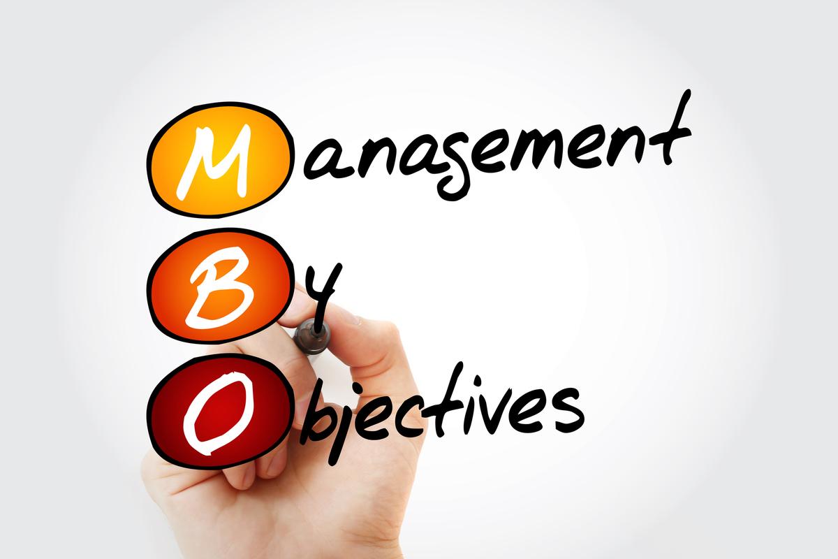 MBO(目標管理制度)とは? 目標設定の方法、導入時の注意点、OKRとの違い